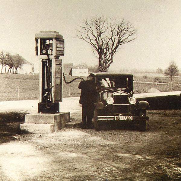kfz-fellner-wasserburg-betrieb-1928-gehsteigpumpe